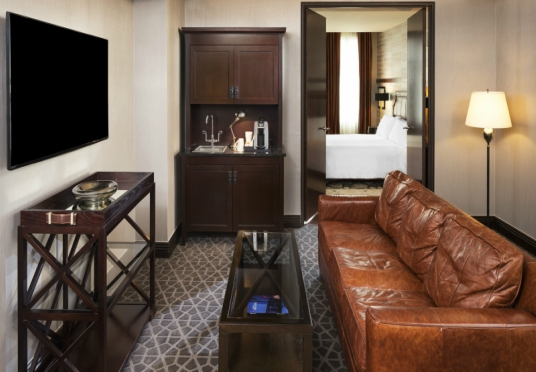 Hotel Ivy & Condos